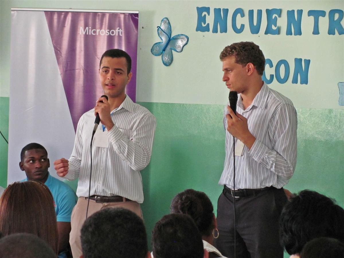 Ejecutivos De Microsoft Visitan Politécnico Inmaculada Concepción