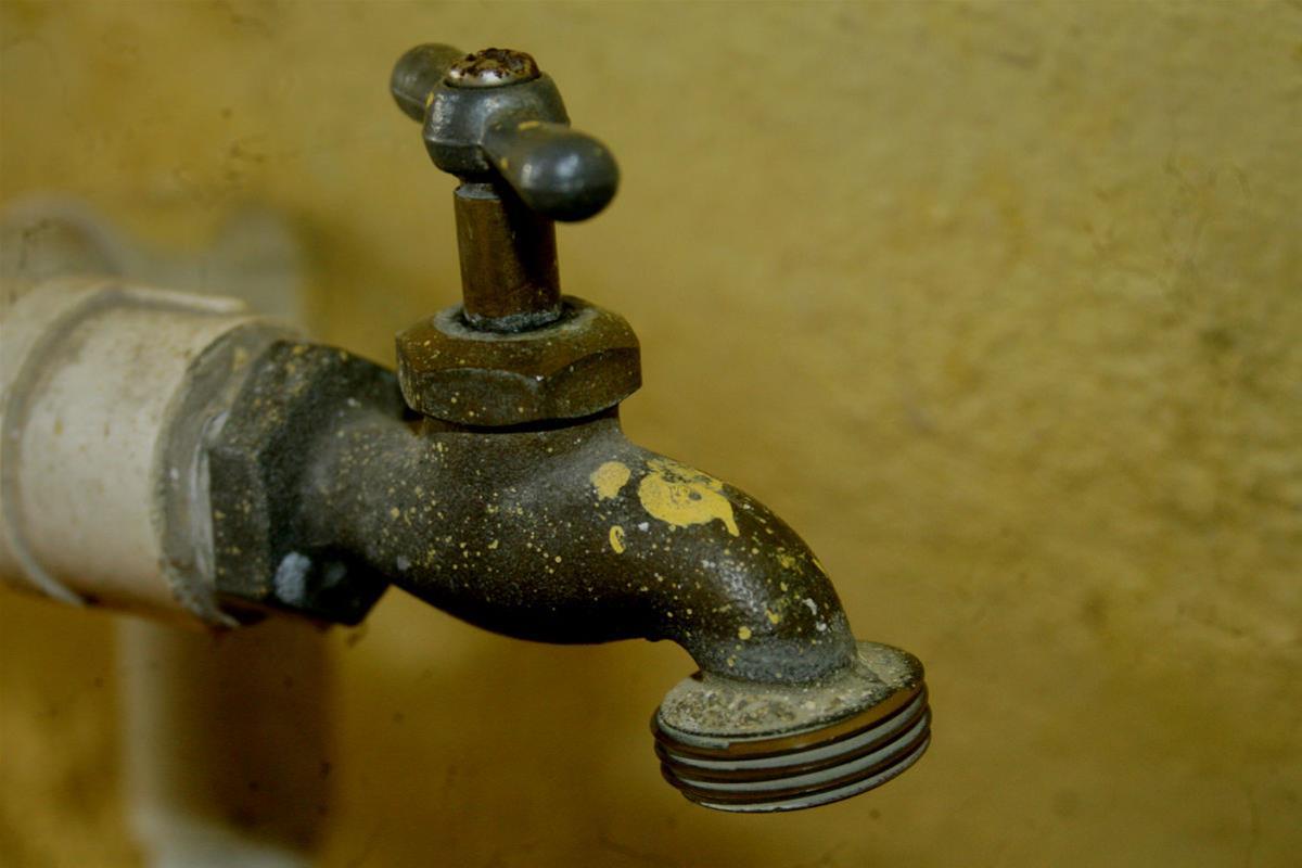 Denuncian Falta De Agua Potable En El Barrio George
