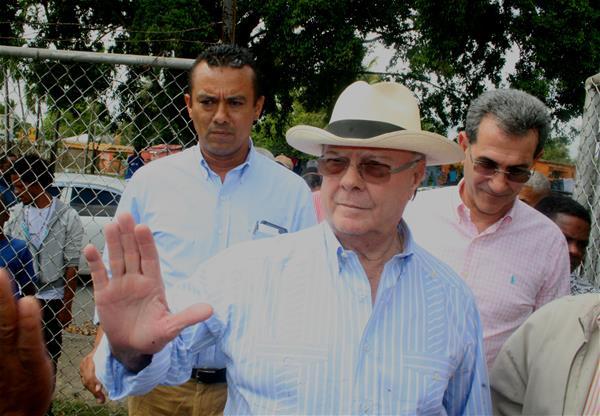 Hipólito Mejía Visita Consuelo Con Miras A Convención
