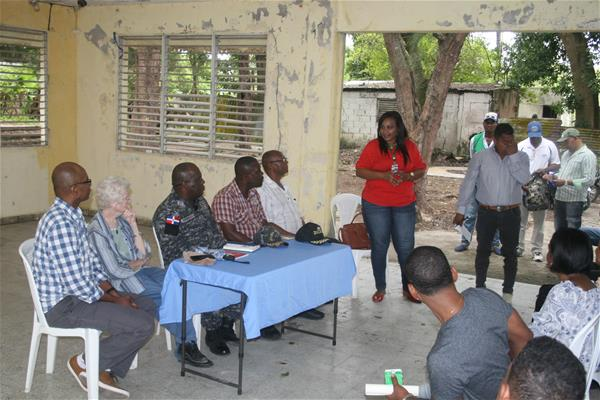 Inspectores Policía En Consuelo Se Reúnen Con Comunitarios