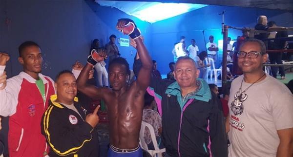 Jefrey Roy Gana Por Knockout En Cartelera De Boxeo