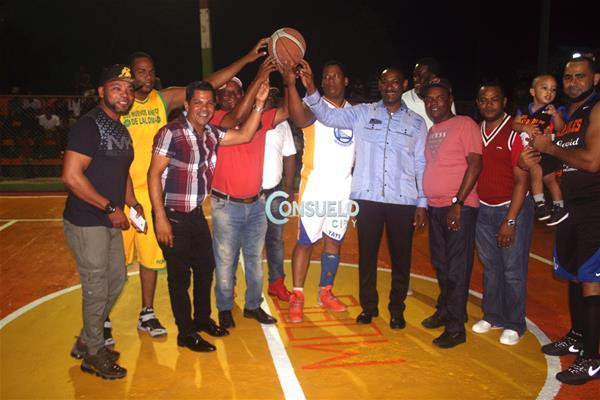 Inician Torneo Baloncesto Añejo En El Barrio La Loma