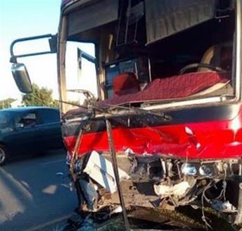 Mujer Muere Y Otra Resulta Herida Al Chocar Yipeta Y Con Un Autobús