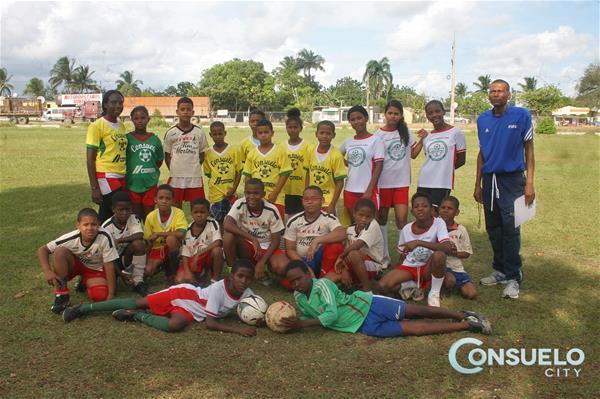 Club De Futbol Consuelo Celebra Partido Amistoso