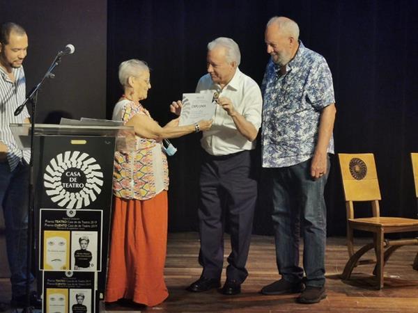 Ponen A Circular Obras Ganadoras Del Concurso Literario Casa De Teatro  Edición 2019