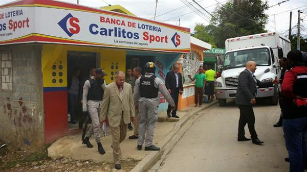 Autoridades Del Ministerio De Hacienda Cierran Bancas Loterías En Consuelo