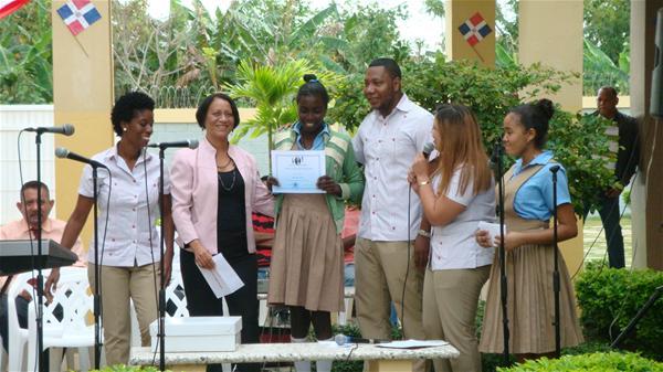 Reconocen Estudiantes Meritorios Liceo Juan Pablo Duarte