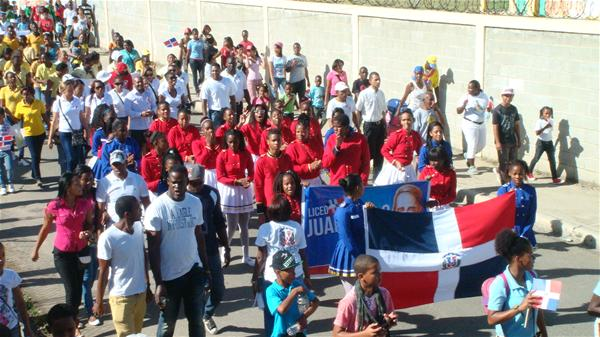 Realizan Desfile 171 Aniversario Independencia Nacional