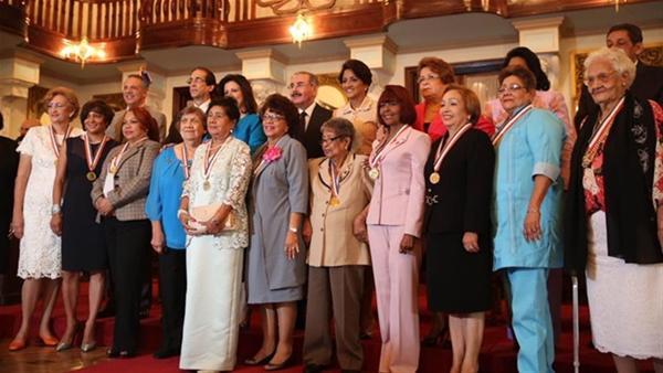 Presidente Entrega La Medalla Al Mérito A 13 Mujeres Destacadas
