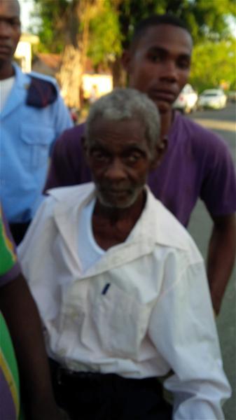 Encuentran Deambulando Por El Barrio Invi Anciano De 90 Años Desaparecido Desde Hace 5 Días