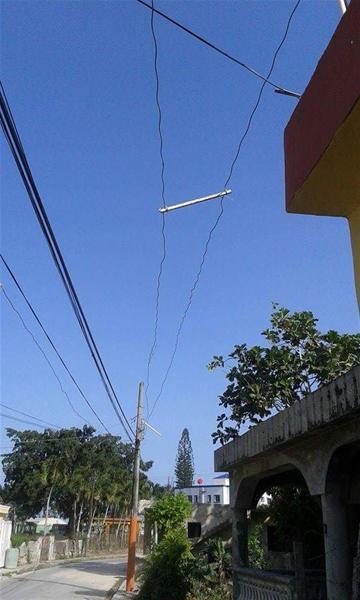 En Calle A Del Barrio Pueblo Nuevo Denuncian Peligro De Cables Del Tendido Eléctrico