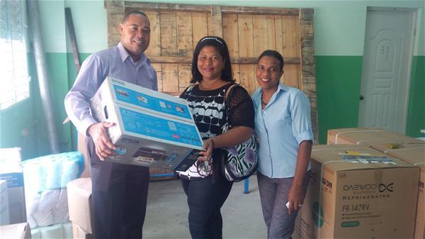 Politécnico Inmaculada Concepción Realiza Entrega Material A Centros Escolares