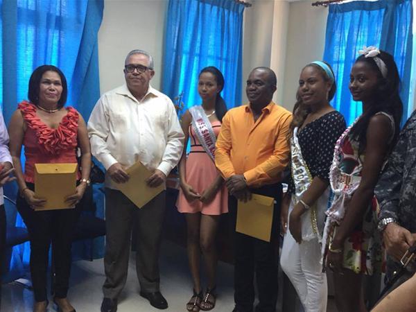 Jóvenes Electas En Miss Santa Ana 2015 Reciben Premios En Efectivo