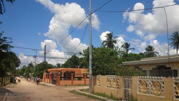 En Calle Primera De Guachupita Denuncian Peligro Por Cable De Alta Tension