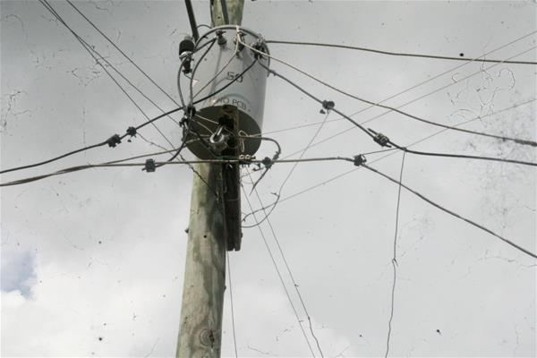 Cable Del Tendido Eléctrico Representa Peligro En Guamita