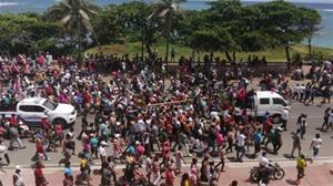 Multitud Sigue A Peregrino En Puerto Plata