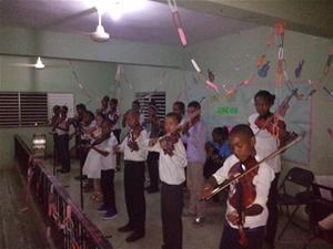 Orquesta Infantil De Violes Consuelo Realiza Concierto