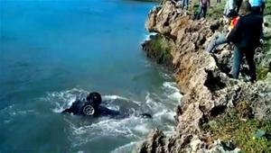 Mujer Se Salva Milagrosamente Al Caer Jeepeta En El Mar