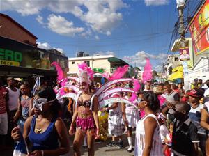 Cientos Disfrutan Carnaval En Consuelo