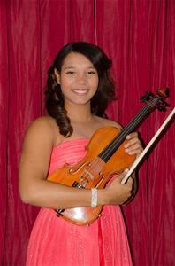 Tracey Casilla Se Gradúa Con Honores Como Violinista