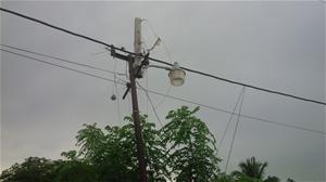Moradores Del Barrio La Mina Denuncian Peligro Poste Electrico