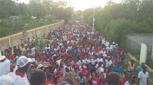 Cientos De Personas Marchan Celebrando El Dia De La Biblia