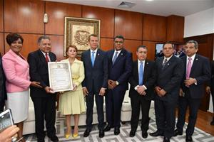 Diputados Reconocen A Juan Bolívar