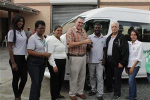 Senador Josecito Hazim Entrega Moderno Minibús Para Servicio A Comunidad