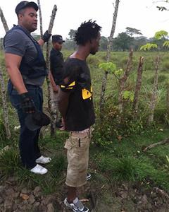 Policia Detiene Hombre Por Supuestamente Vender Drogas